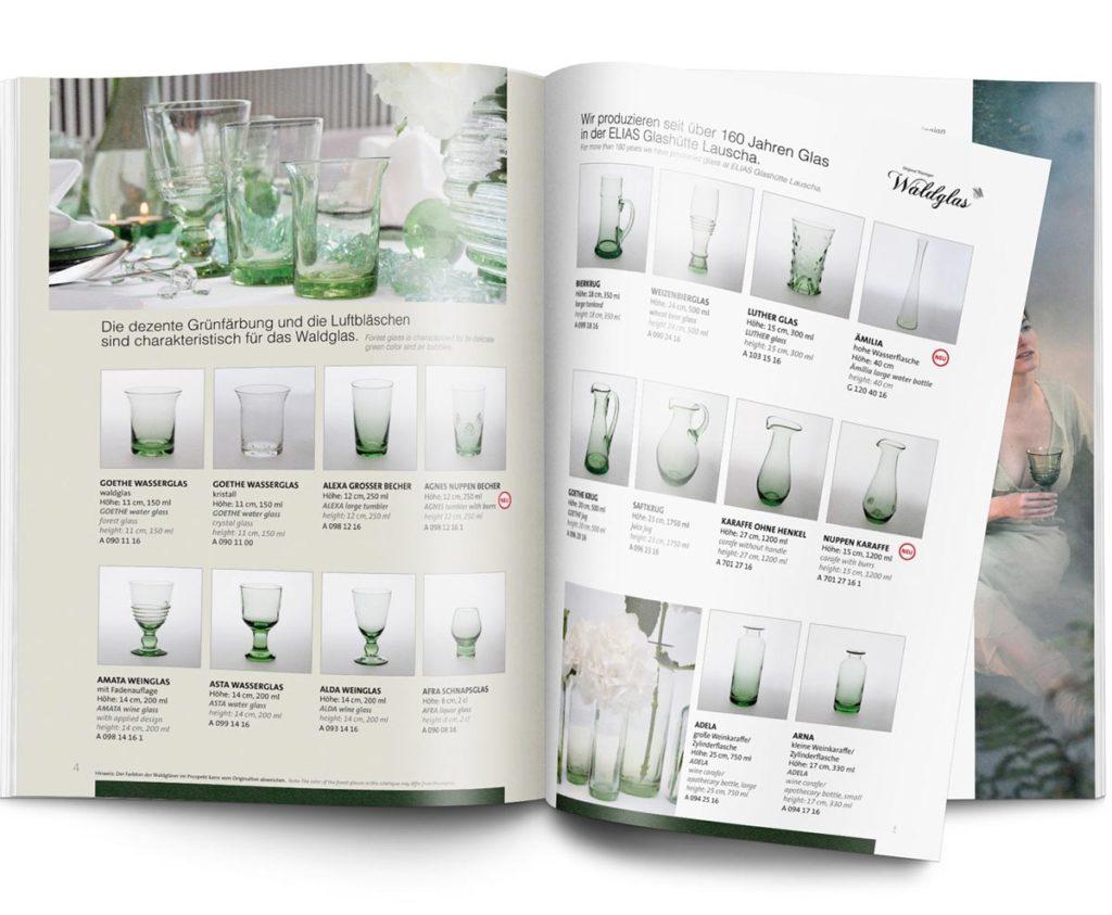 aufgeschlagene Broschüre mit verschiedenen Produkten